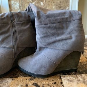 ➡️Gray suede knee high boots